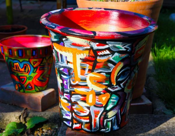 chris-todd-garden-art-ideas-potlook-painted-terracotta-pot-curved