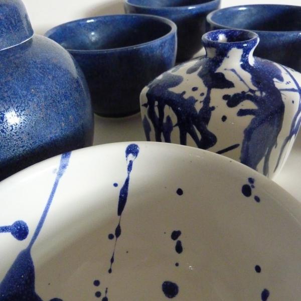 daniel-greening-blue-white-splash-vase-group-600