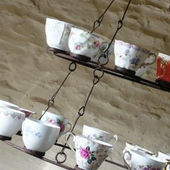 reworkhouse-upcycling-products-tea-cup-chandelier