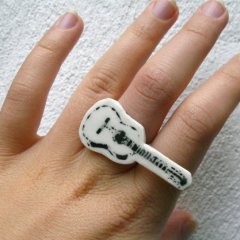 urban-jewellery-porcelain-bling-guitar-ring